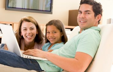 latino family on lap top